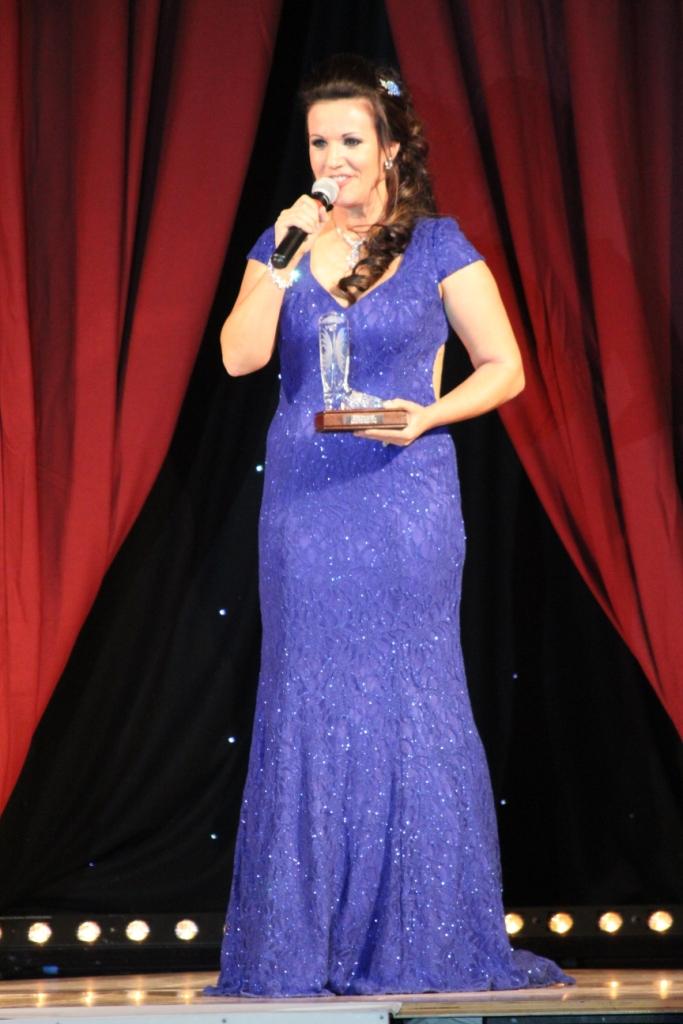 Rachael McEnaney-White doublement récompensée par les titres de Meilleure Instructeur et Meilleure Chorégraphe UK 2015. Toujours dans le coeur des danseurs Anglais malgré son éloignement aux USA !