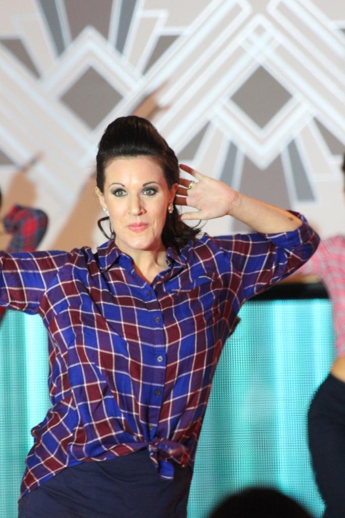 Rachael parmi les danseurs de CountryVive