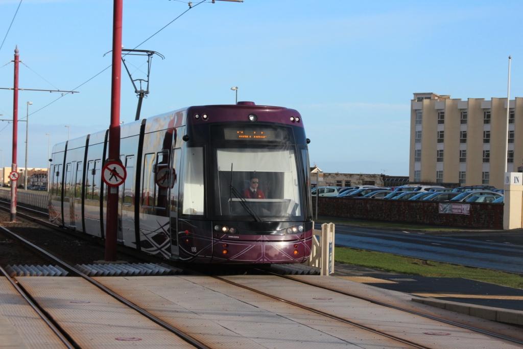 Le tramway longe toute la côte jusqu'au centre ville