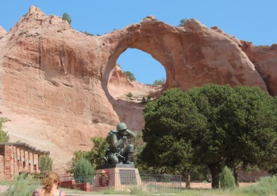 Statue devant Window Rock (AZ)