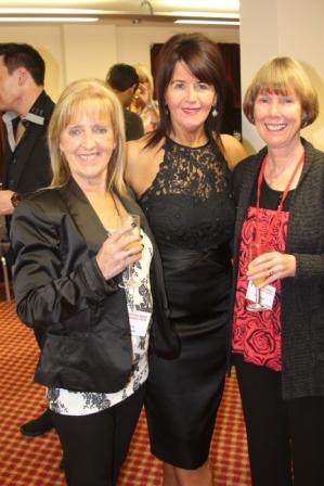 Chris Hodgson, Maggie Gallagher et Vivienne Scott