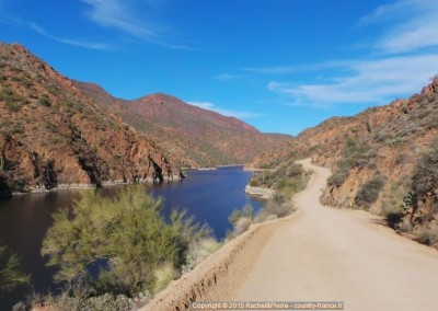 L'Apache Trail longe la Salt River
