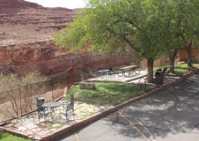 "Terrasse de notre ""auberge Navajo"" au bord de la San Juan River"